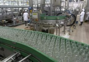 commercial cleaning manufacturing canstockphoto4962952